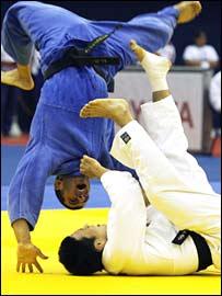 _44141875_judo_throw270-1
