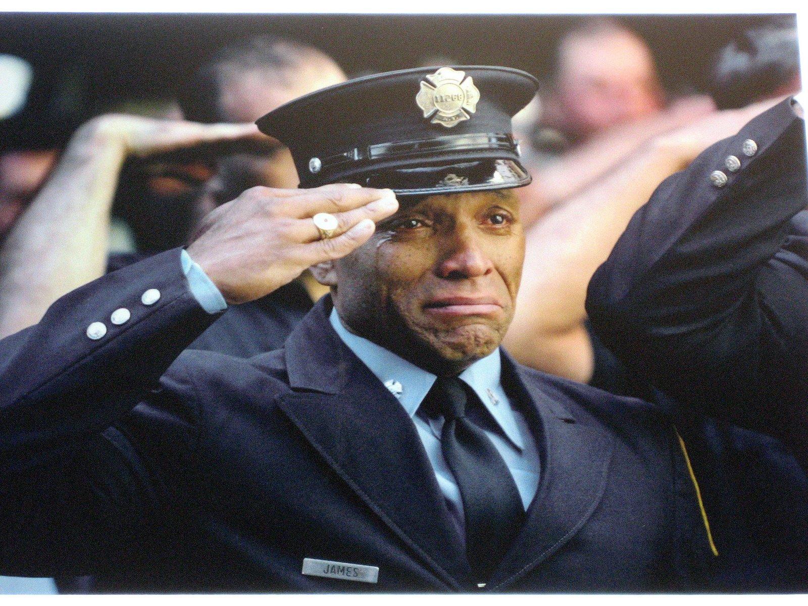 картинка мужчина отдает честь и плачет комнатные позволяют сделать