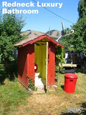 redneck_pics_luxurybathroom